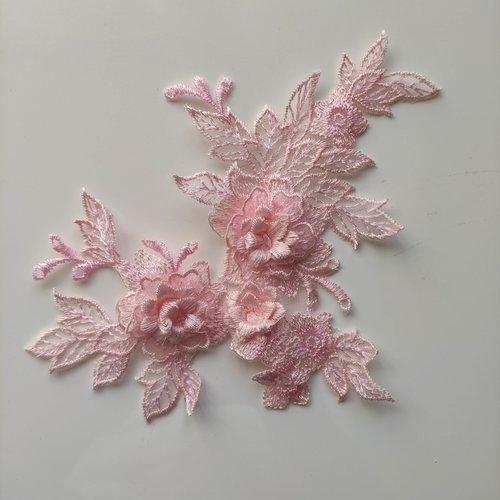 Applique  en dentelle et fleur rose  15*19cm