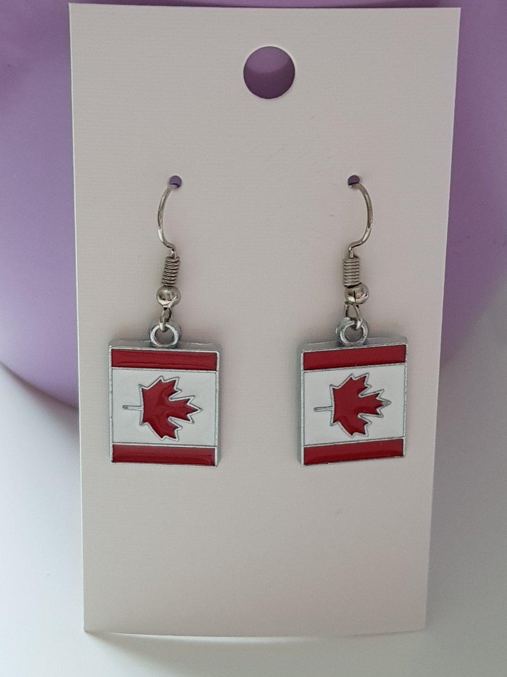 Paire de boucles drapeau canadien