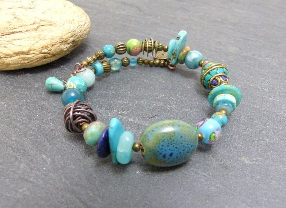 Bracelet d'inspiration ethnique bohème bleu bronze fil ressort  à mémoire de forme