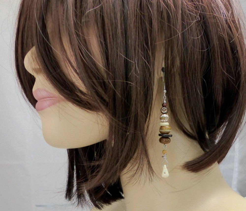 Boucles d'oreille bohèmes beige marron, pierres naturelles, bois et acier inoxydable (BO52)