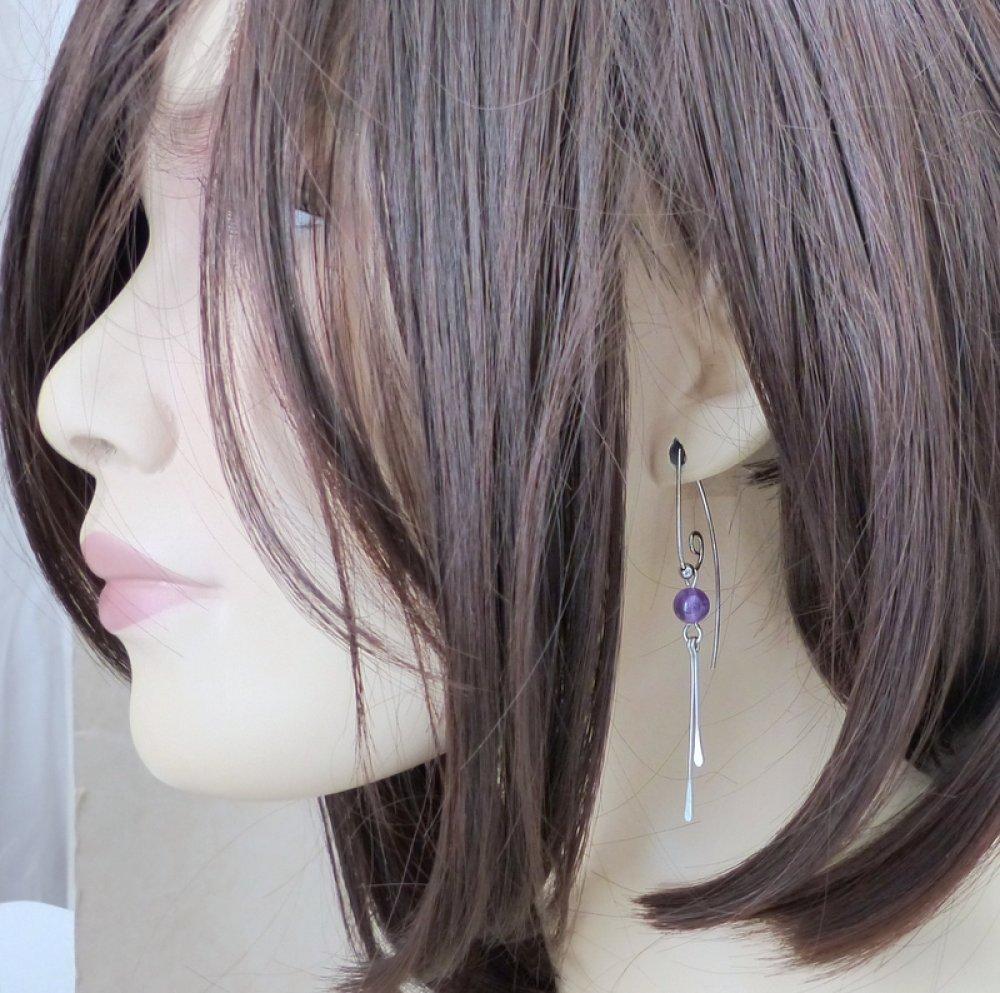Boucles d'oreille grands crochets volute, améthyste et acier chirurgical (BO63)