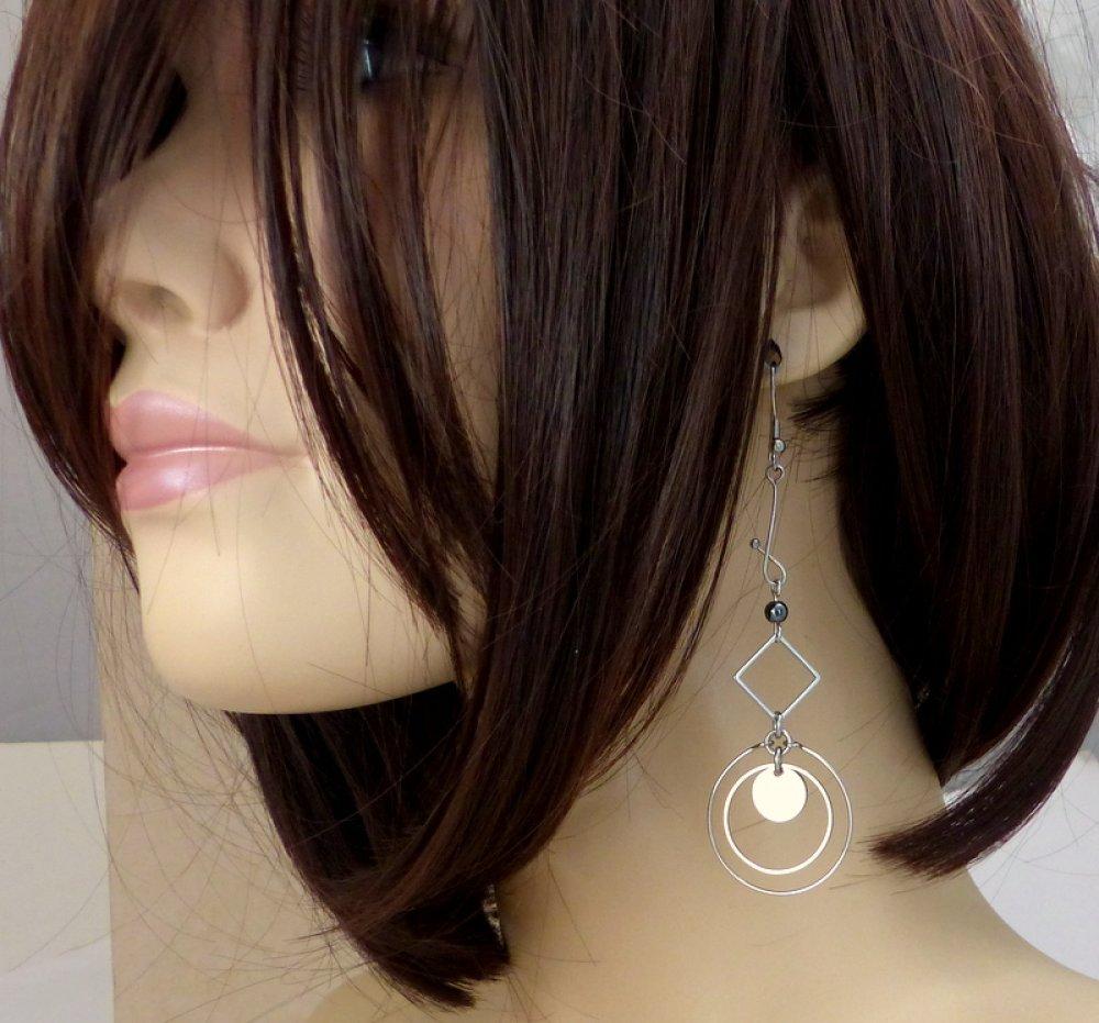 Boucles d'oreilles longues dépareillées asymétriques hématite et acier inoxydable (BO65)
