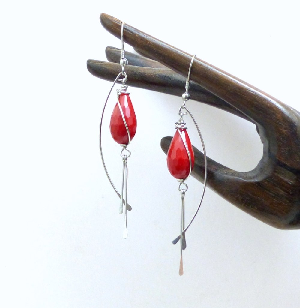 Boucles d'oreille longues rouge goutte résine et acier inoxydable (BO66)