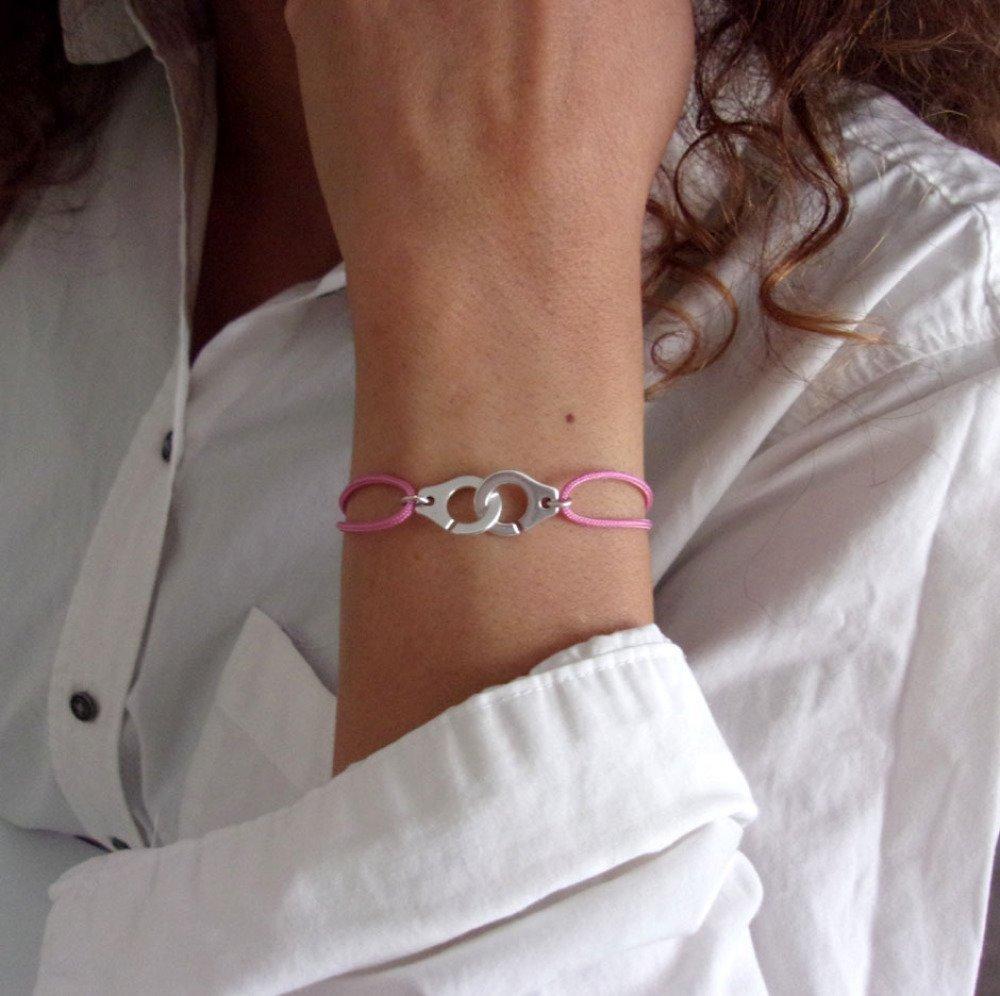Bracelet menotte argenté cordon rose