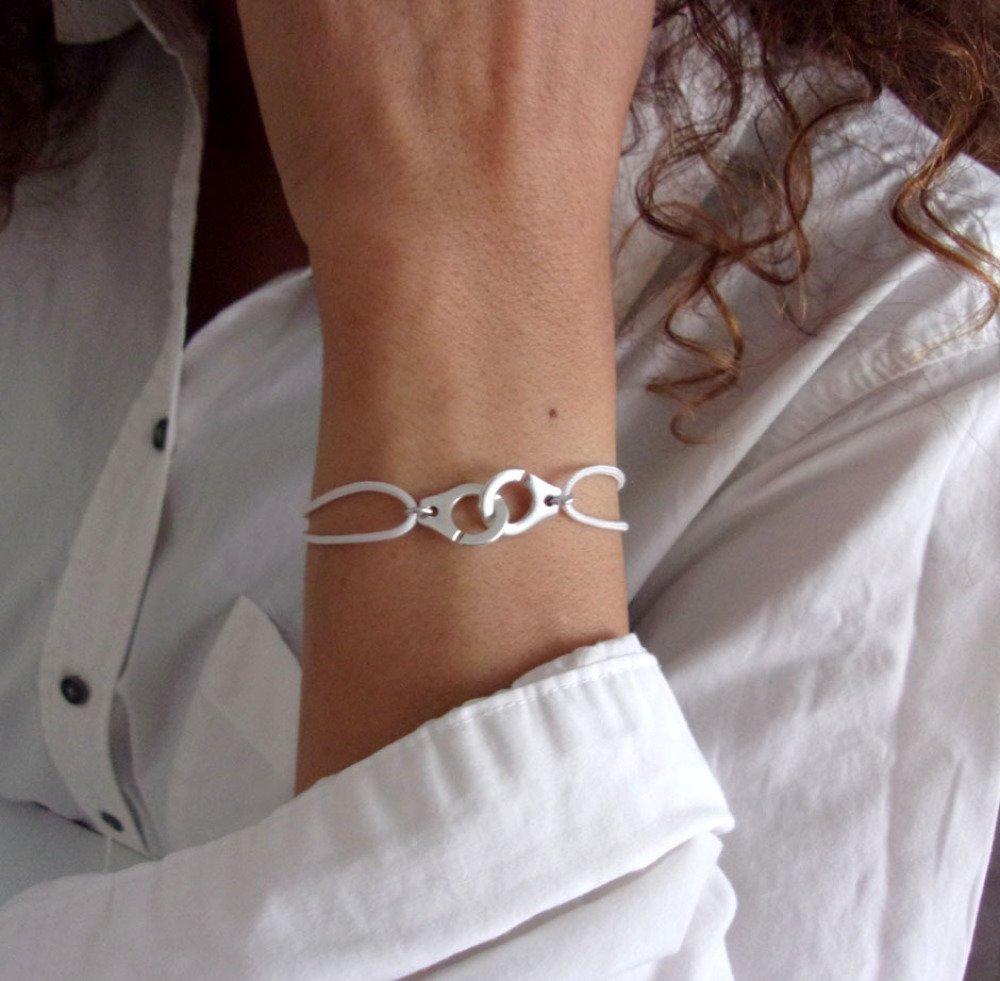 Bracelet menotte argenté cordon blanc