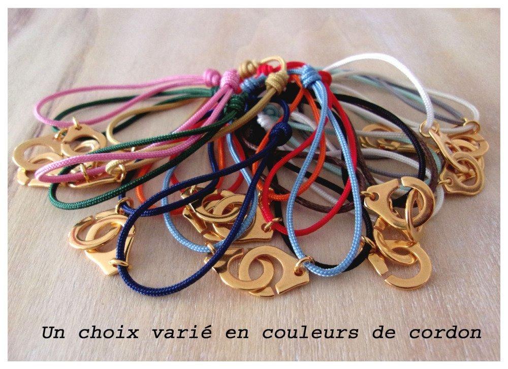 Bracelet menotte doré cordon noir
