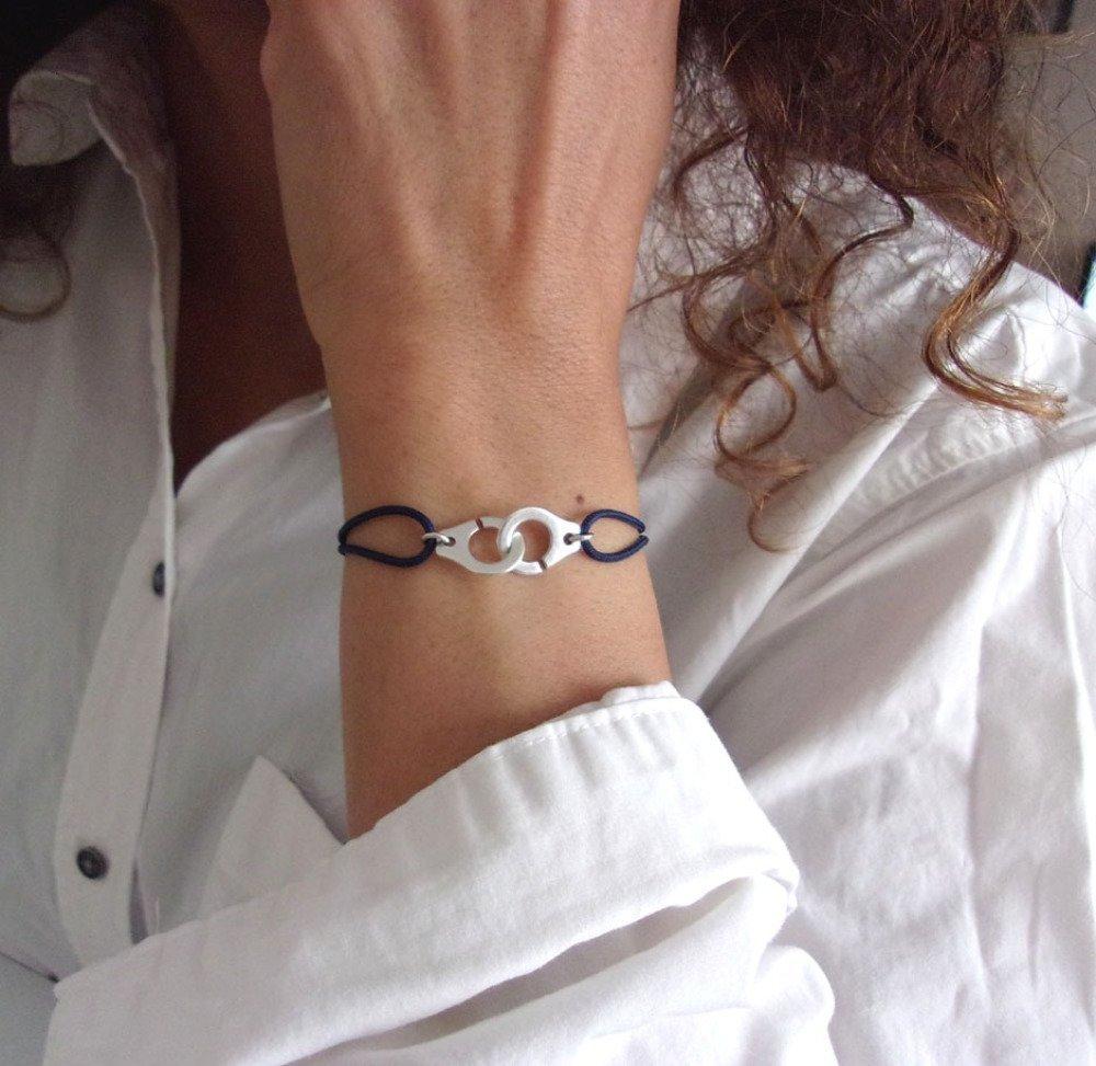 Bracelet menotte doré cordon bleu marine
