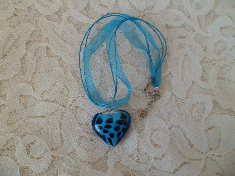 Collier cœur en verre bleu et noir