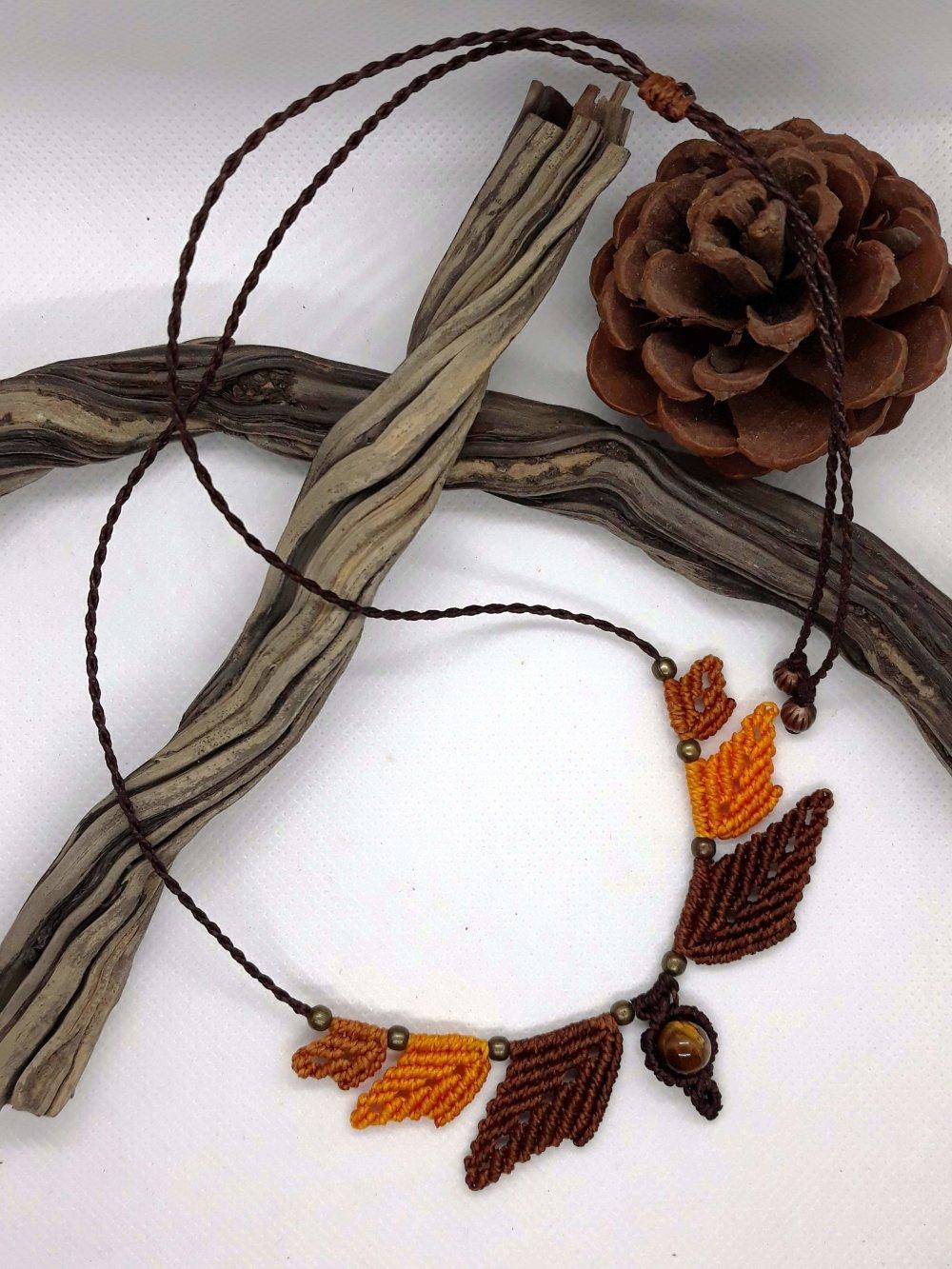 Collier en macramé petites feuilles