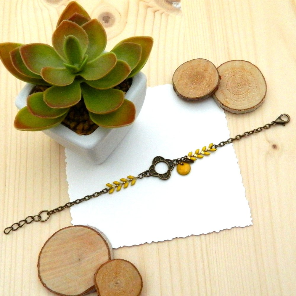 Bracelet chaîne épi jaune, sequin émaillé, fleur bronze