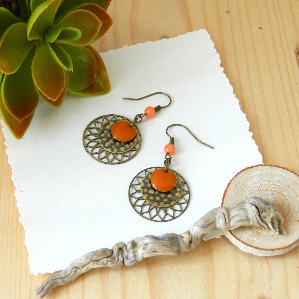 Boucles d'oreilles rosace soleil orange, sequin rond bronze, sequin émail orange