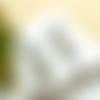 Boucles d'oreilles clips bronze, sequin émail blanc