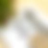 Boucles d'oreilles courtes, couleur parme