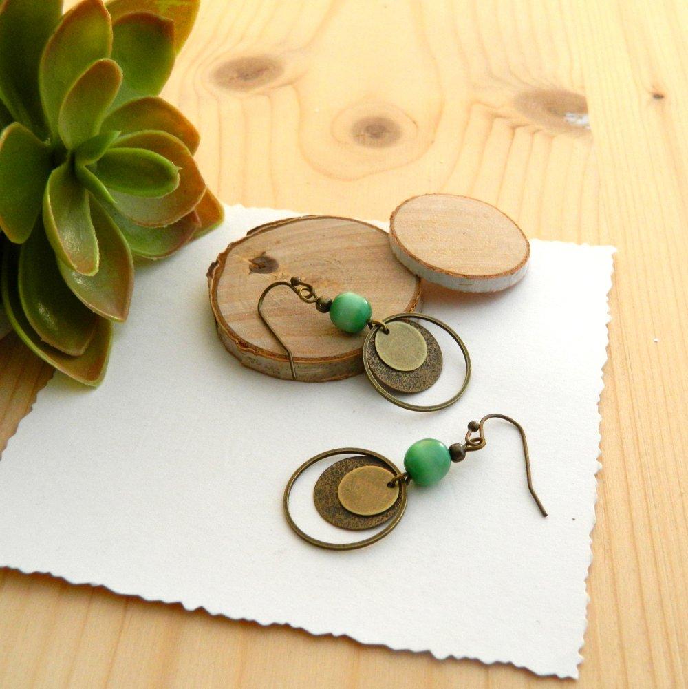 Boucles d'oreilles bronze, perles verte