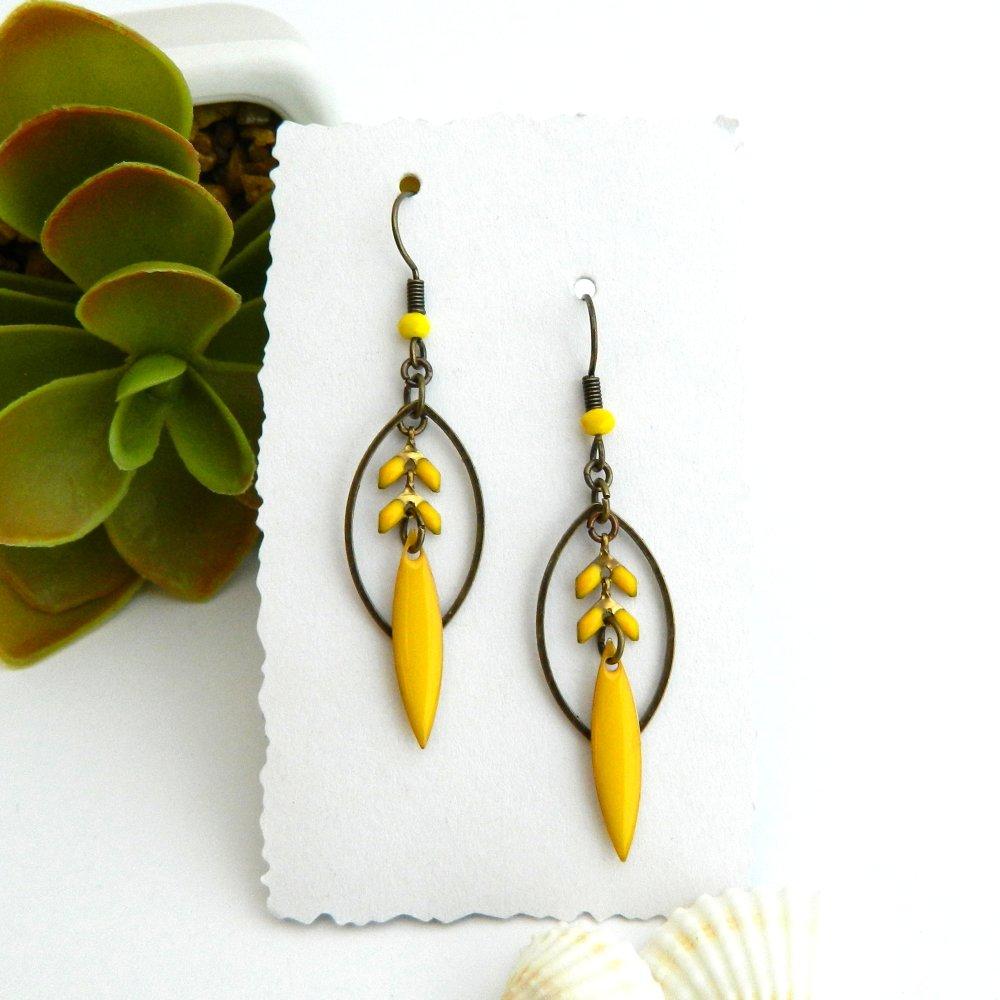 Boucles d'oreilles originales et graphiques, émail jaune