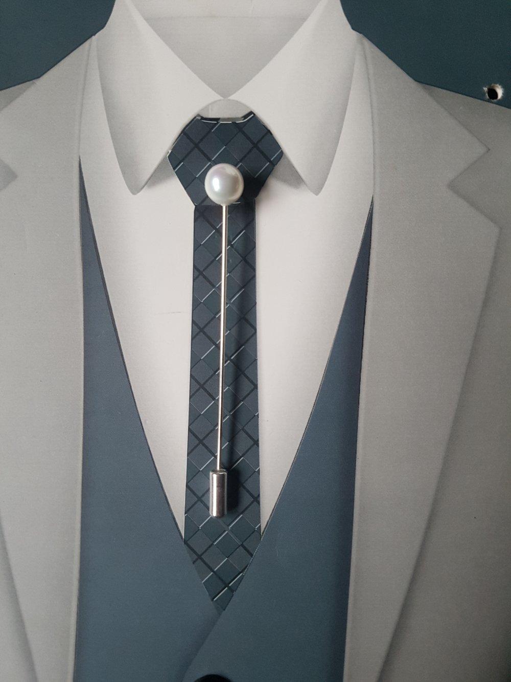 Epingle à cravate ou à lavallière pour mariage ou pour tous les jours dans les tons blanc nacré  et argent