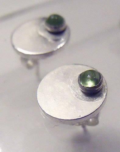 Clous d'oreilles ronds en argent massif et peridot vert pomme - puces d'oreilles cabochons peridot en argent 925 - boucles puces