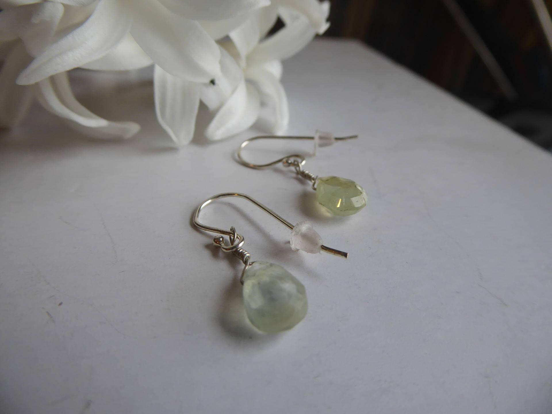 Boucles d'oreilles Pendantes Prehnite vert pale en argent massif 925