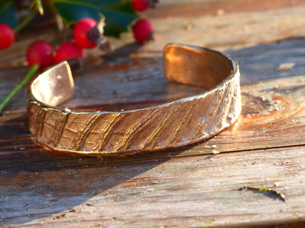 Bracelet manchette en bronze mixte motifs végétaux