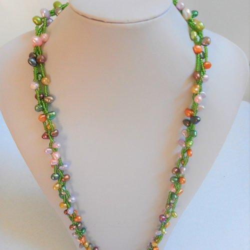 Collier perle eau douce de plusieurs couleurs 3 rangs et perles de verres verte