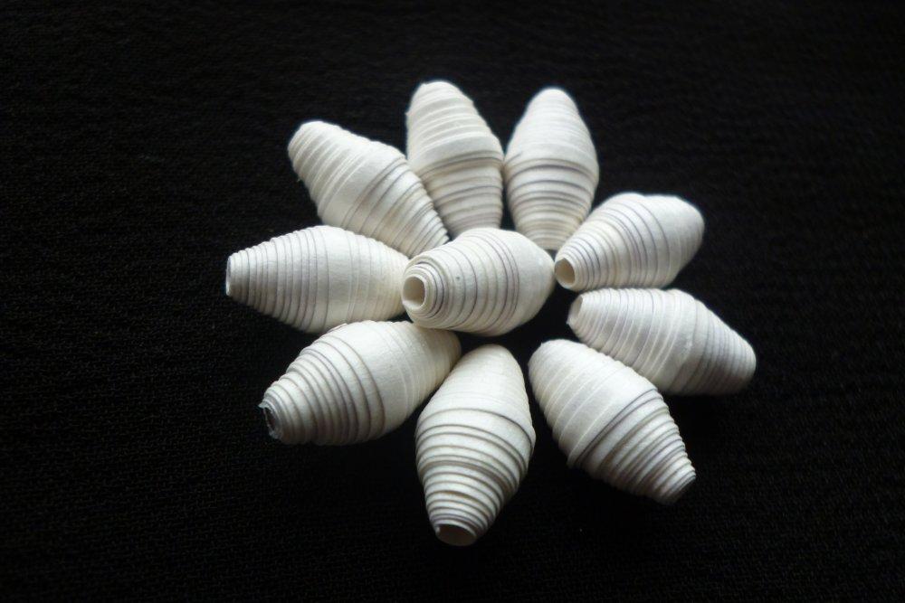 """Lot """"neiges éternelles"""" de 10 perles de papier ovales blanches, idéales pour concevoir des boucles d'oreilles"""
