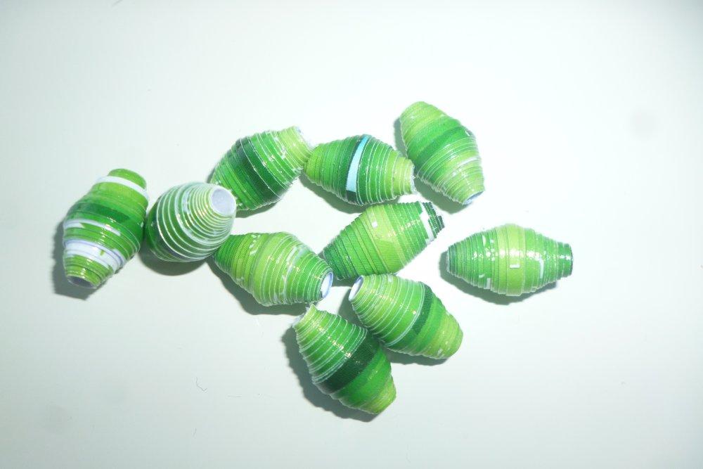 """lot """"variation de verts"""" de 10 perles de papier recyclé vertes imperméabilisées conçues main"""
