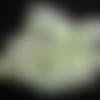 """Lot """"cafeïn"""" de 17 perles ovales de carton recyclé avec une dominante de vert et de blanc"""