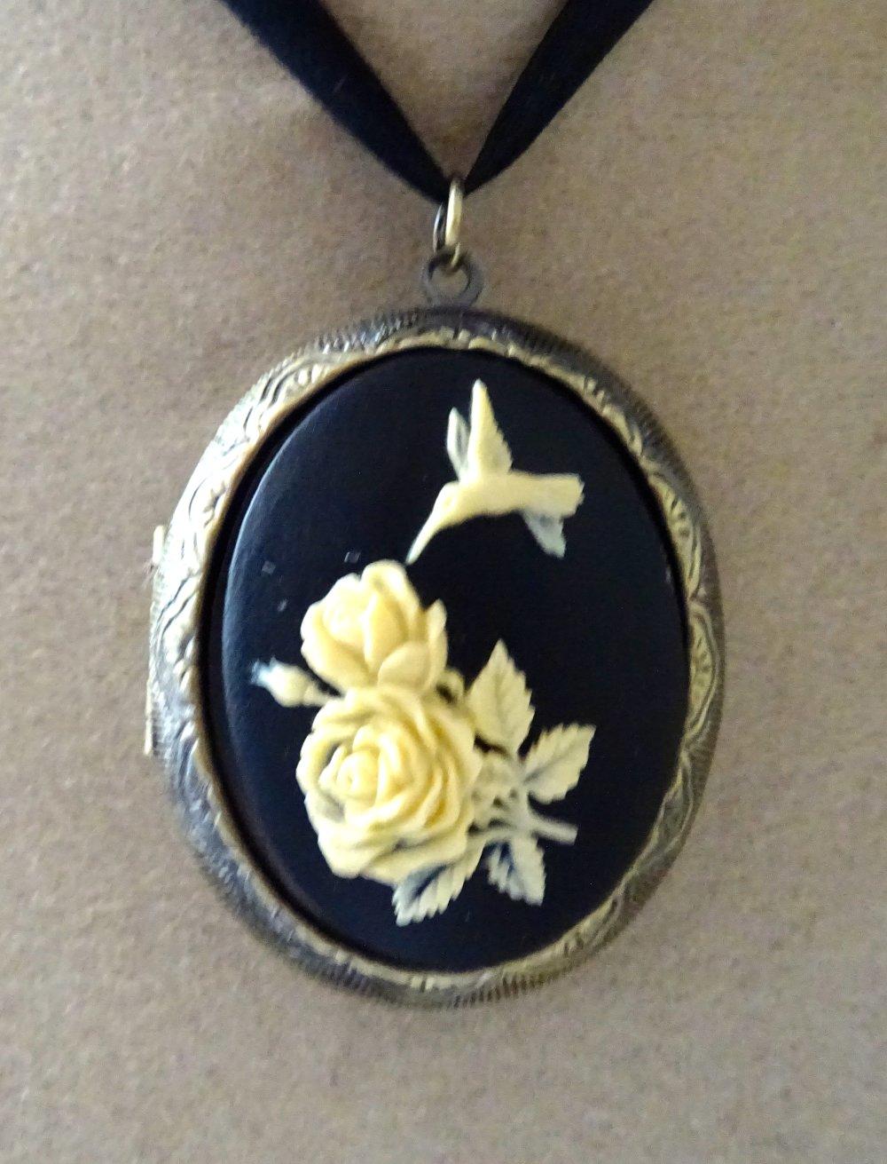 medaillon porte photo l oiseau et fleurs