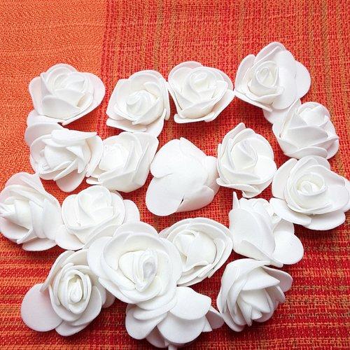 Lot de 8 fleurs mousses ivoires 3x2.5cm approx