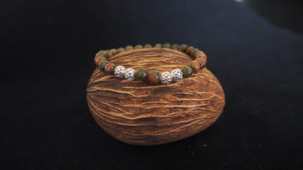 Bracelet Femme en pierres fines gemmes et boules filigranées argentées monté sur élastique invisible