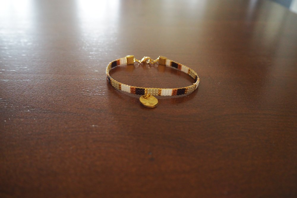 Bracelet très fin, tissé perles colorées Miyuki Delicat dont perles Miyuki Or 24 carats