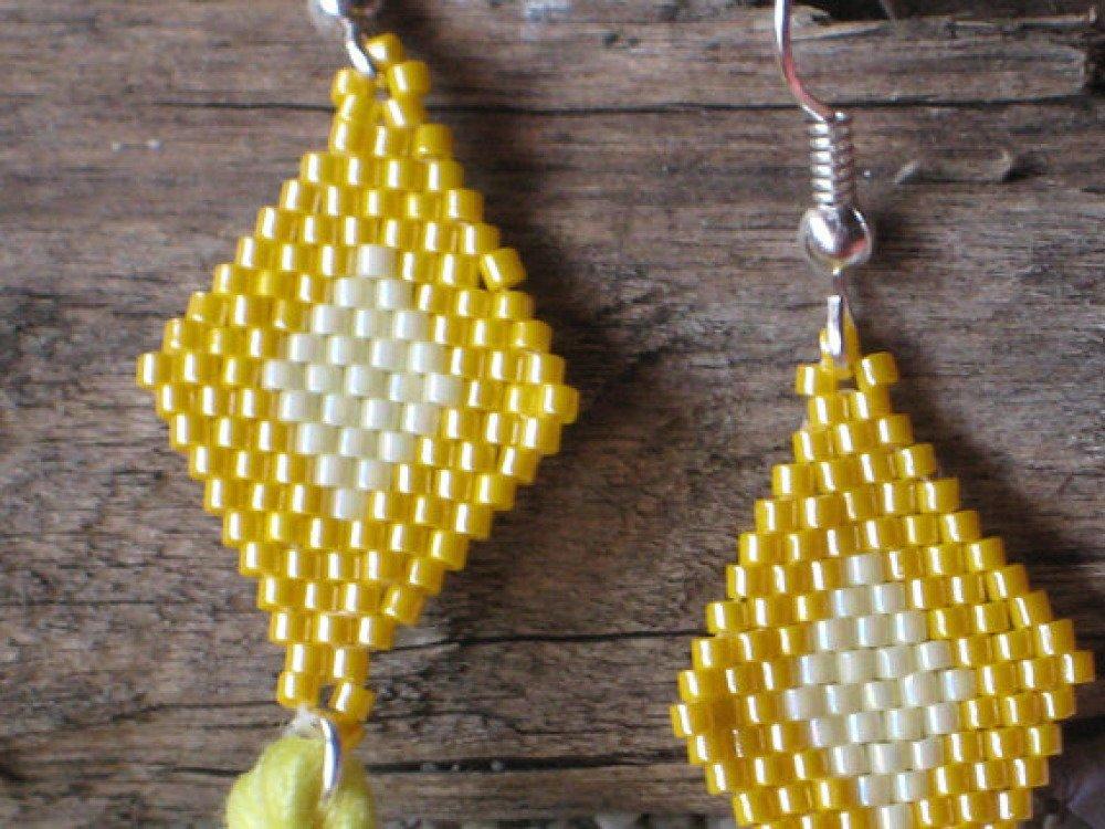 Boucles d'oreille médaillon jaune Miyuki Délicas pompon jaune