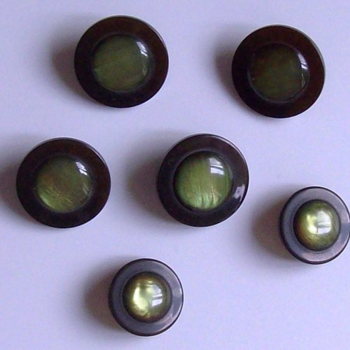 Lot 6 boutons 2 tailles noir/vert anis