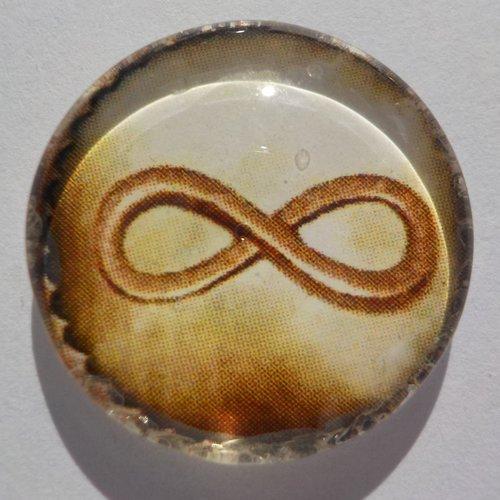 Cabochon de verre avec son image de signe infini, beige