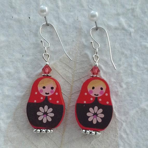Boucles d'oreilles bohemian poupée russe matriochka rouge