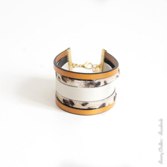 Bracelet manchette cuir printemps, bracelet bohème, beige, écru, jaune-orangé, fermoir laiton doré