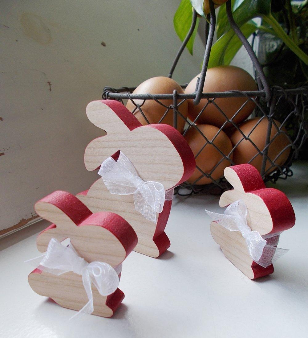 Lapins en bois peint - Petits lapins rouge et nature