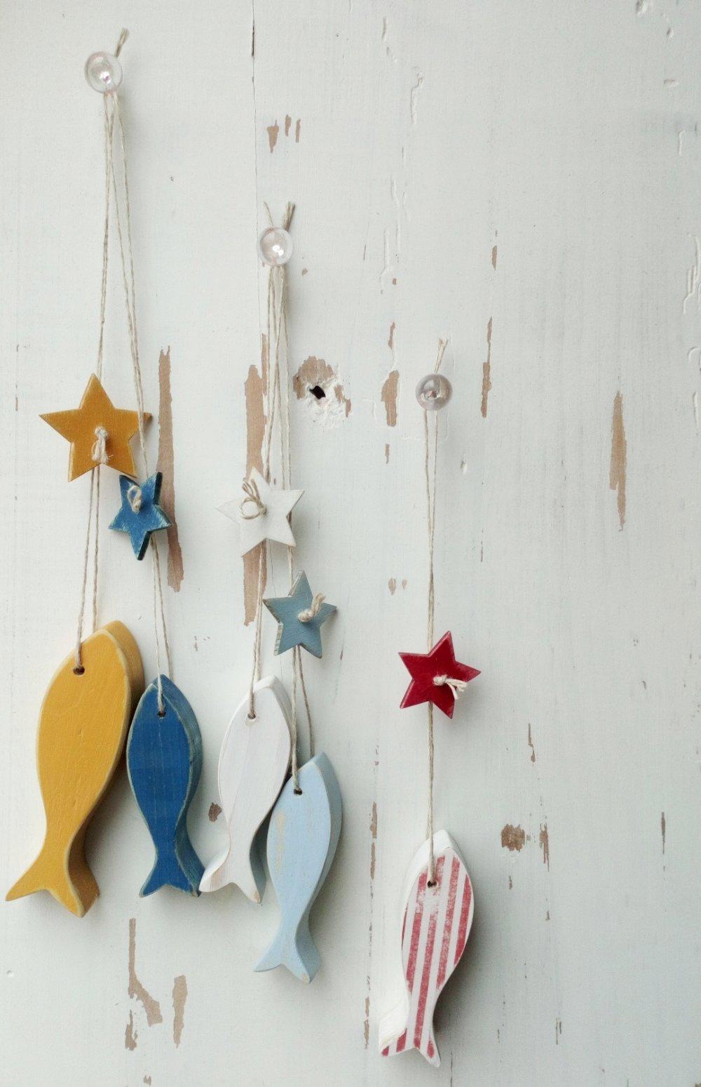 Poissons colorés en bois - suspensions poissons esprit bord de mer