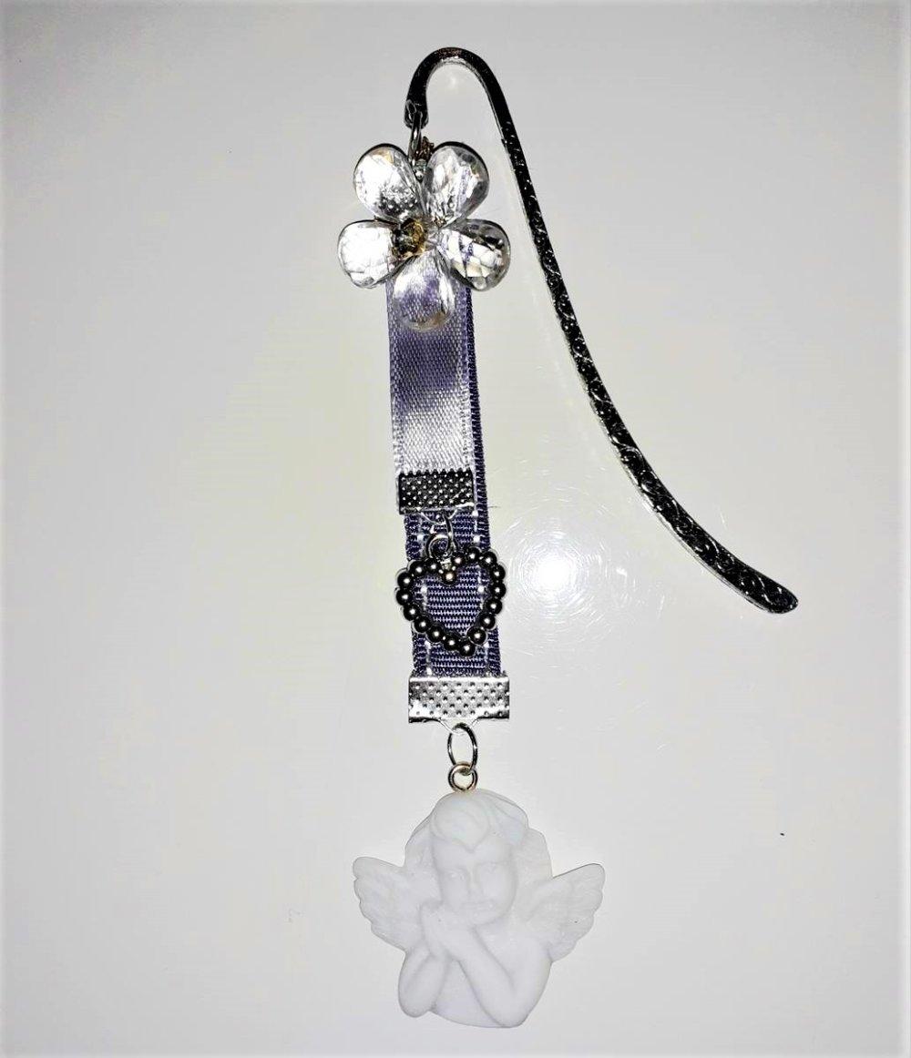 Marque page fait main violet breloque ange fleur et coeur