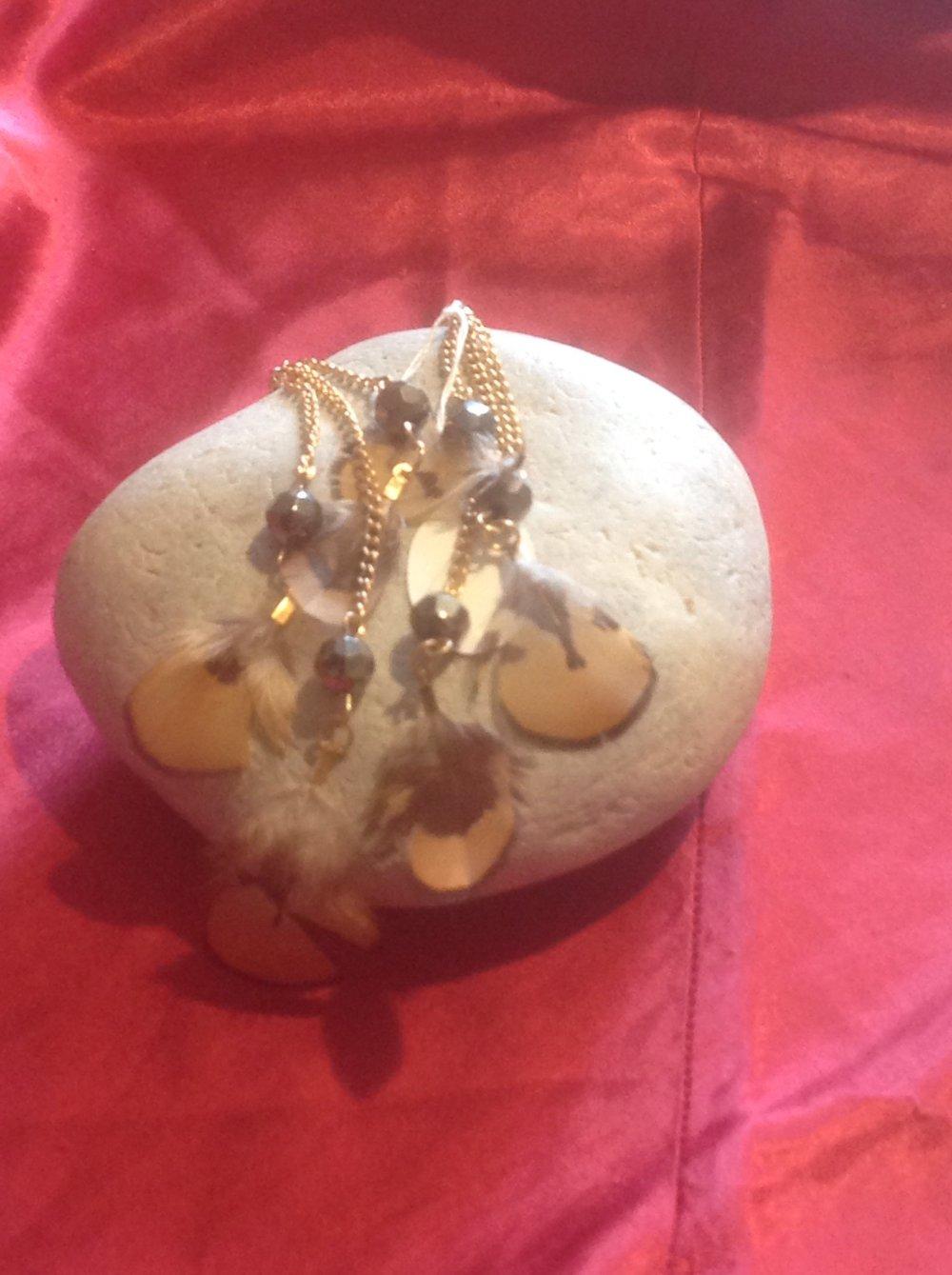 Boucles d'oreilles plumes et chaînes tons marron