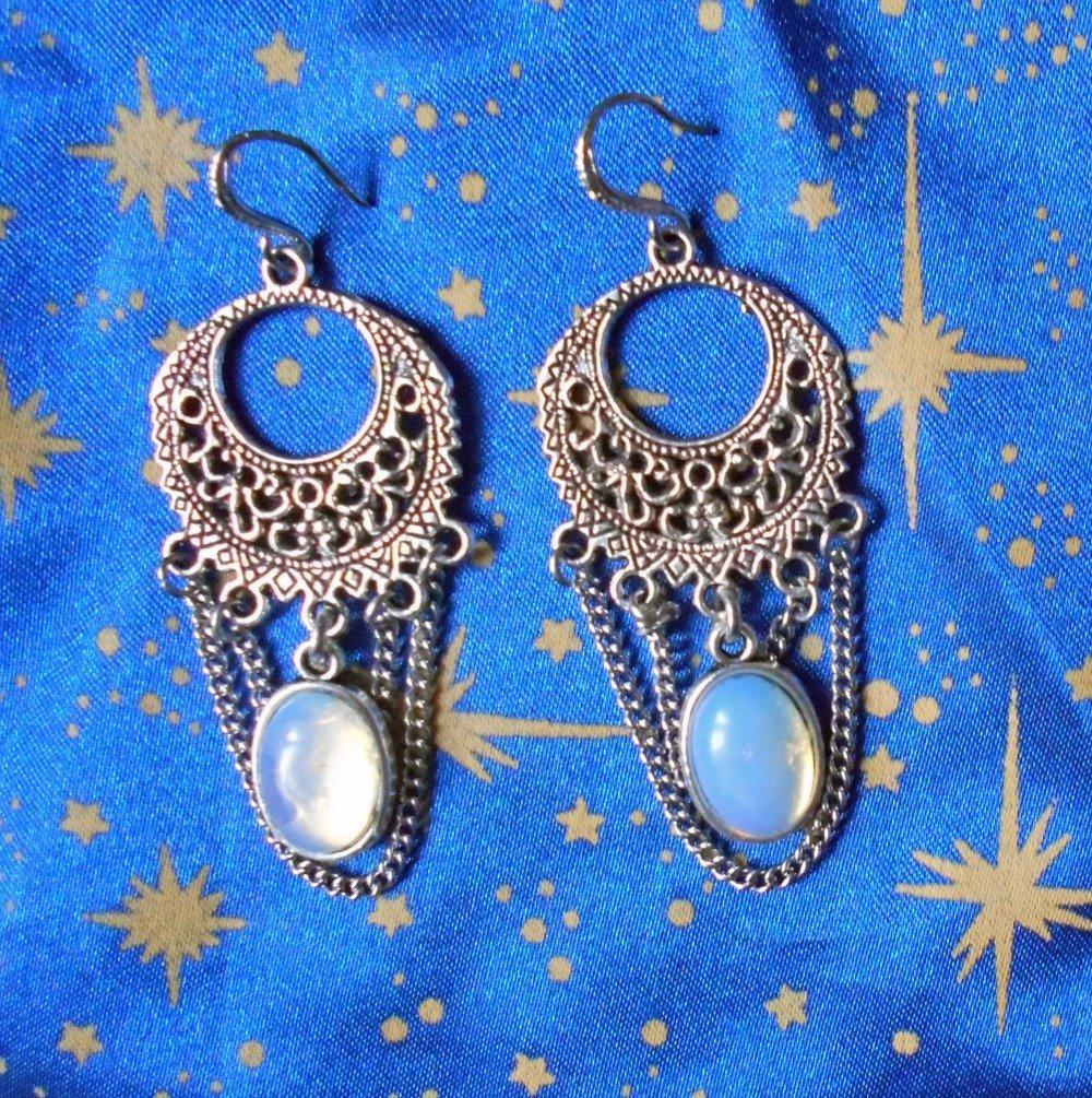 Boucles d'oreilles en alliage argent/étain, style rétro, avec des opales bleutées de 10x14mm.