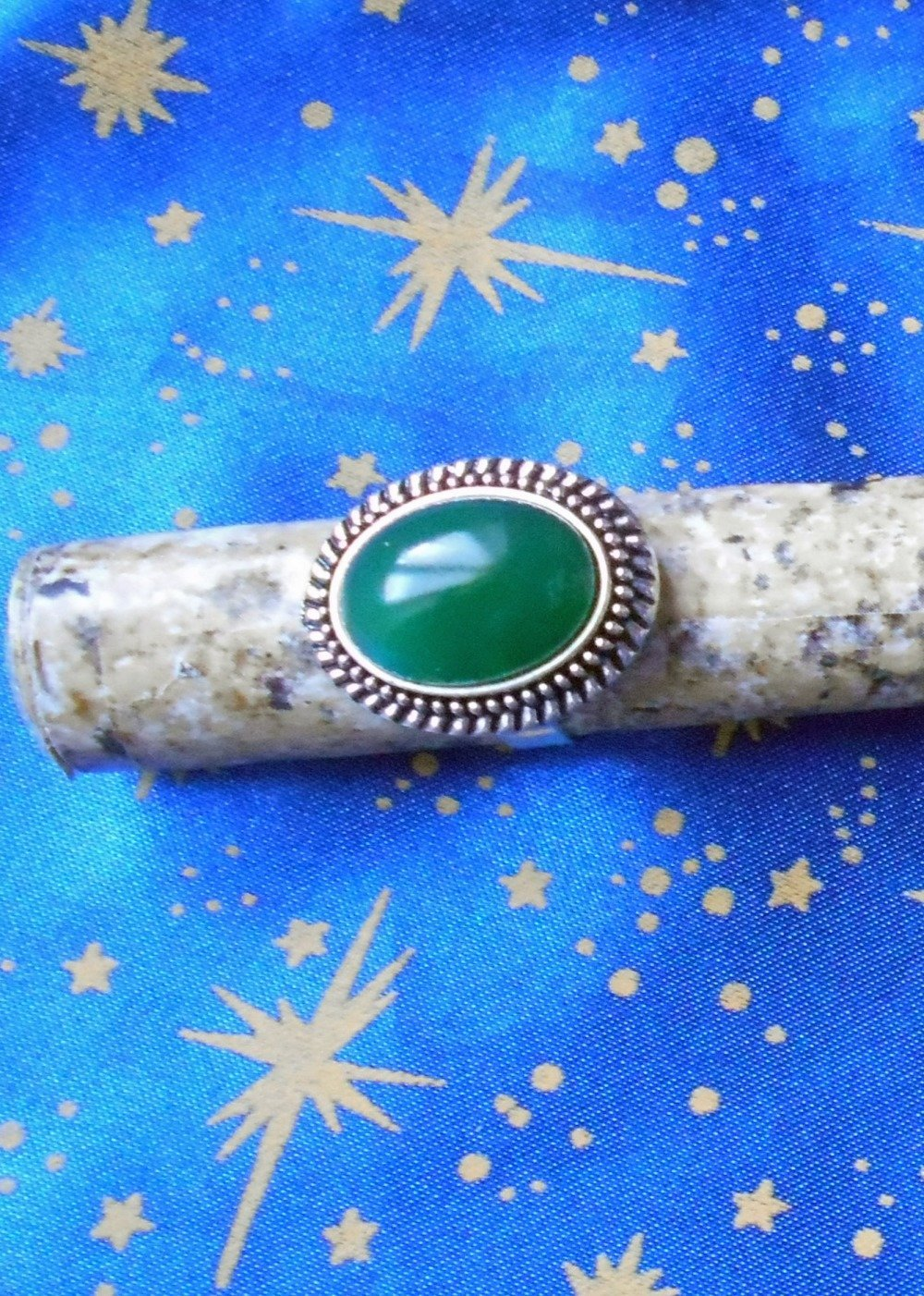 Bague en alliage argent/étain, style rétro, avec une agate verte de 13x18mm.