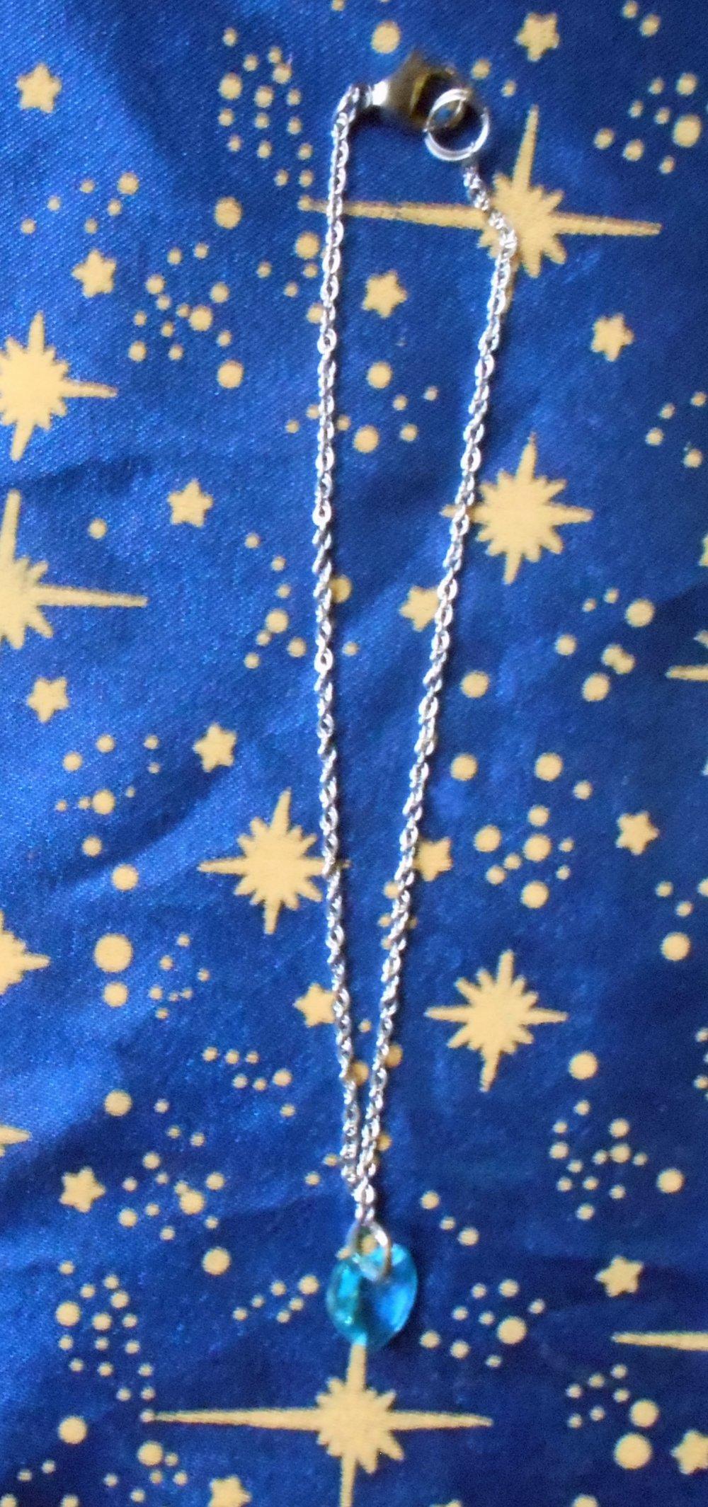 Chaîne de cheville en inox avec cristal de swarovski forme coeur turquoise foncé de 10mm.