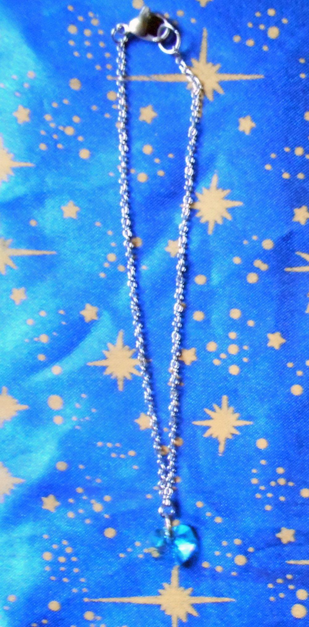 Chaîne de cheville en inox avec cristal de swarovski forme coeur turquoise clair de 10mm.