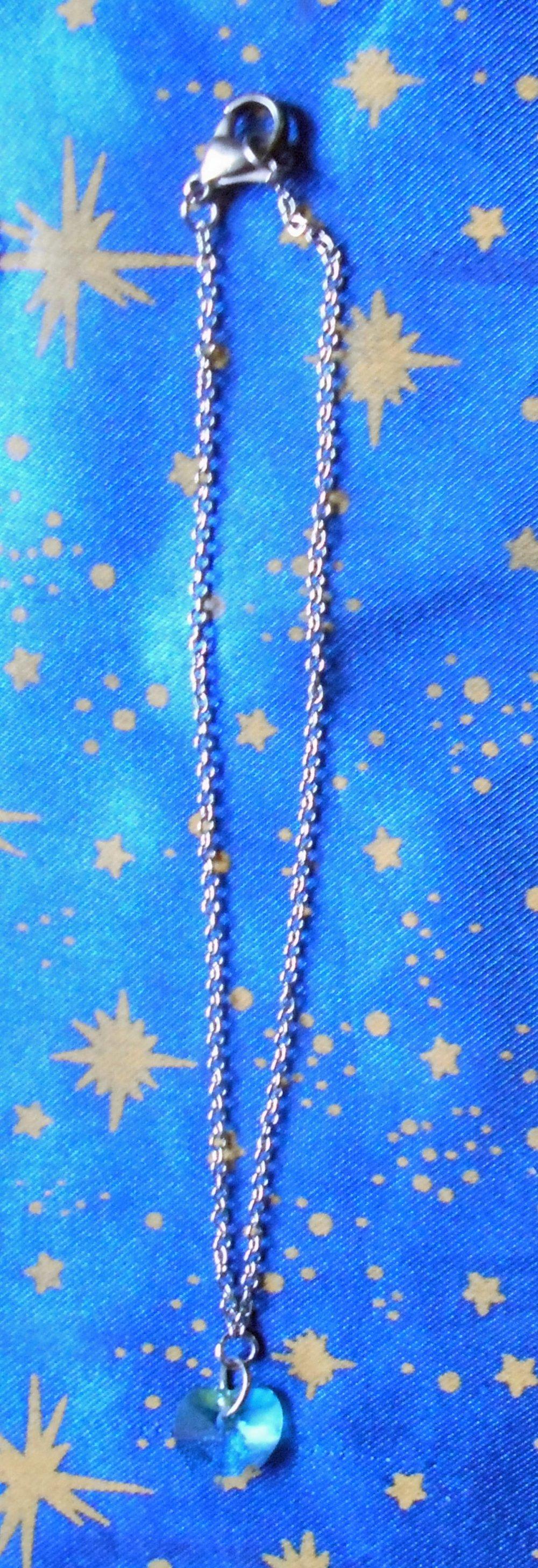 Chaîne de cheville en inox avec cristal de swarovski forme coeur turquoise de 10mm.