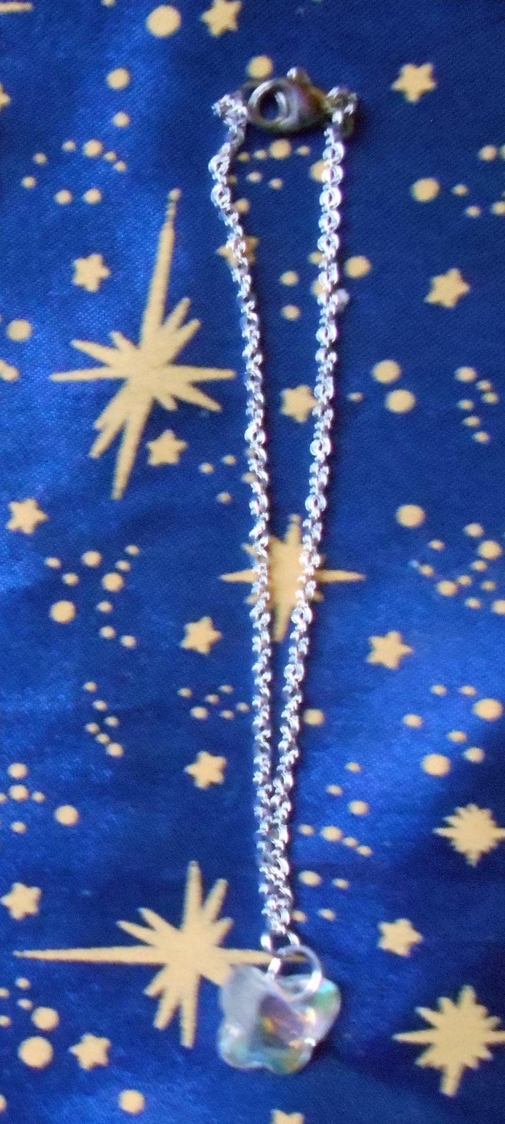 Chaîne de cheville en inox avec cristal de swarovski forme papillon blanc transparent.