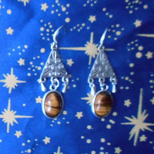 Boucles d'oreilles en alliage argent/étain, forme triangles, avec oeil de tigre de 10x14mm.