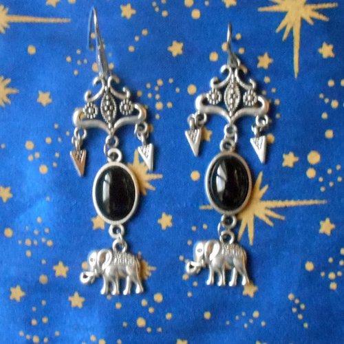 Boucles d'oreilles en alliage argent/étain, style indes et motif éléphants, avec des tourmalines de 10x14mm.
