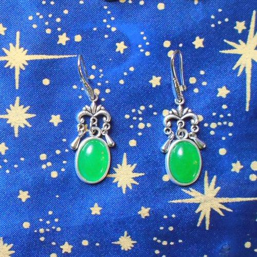 Boucles d'oreilles en alliage argent/étain, style indes, avec agates vertes de 10x14mm en provenance de russie.
