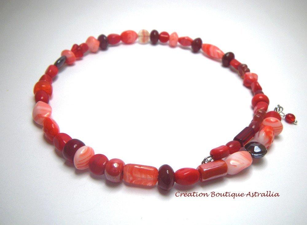 Collier perles verre aux différents tons de rouge